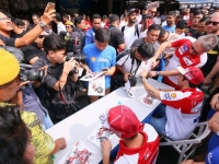 The_autograph_signing_session_was_a_hit_with_the_Jalan_Sentul_crowd